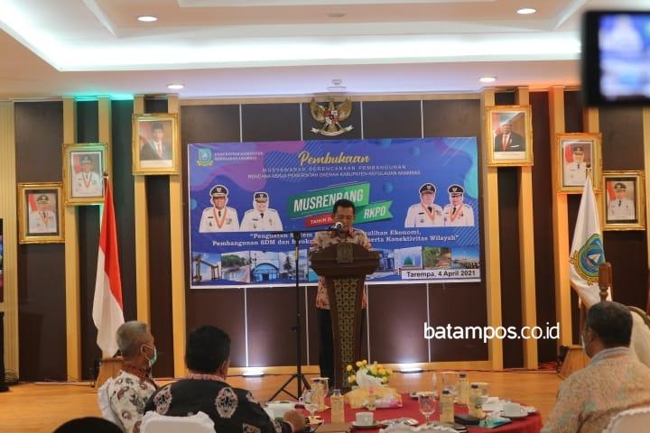 Gubernur Provinsi Kepulauan Riau, Ansar Ahmad membuka musyawarah perencanaan pembangunan (Musrenbang) Kabupaten Kepulauan Anambas, Tarempa, pada Minggu, (4/4/2021). (Foto: Faidillah/batampos.co.id)
