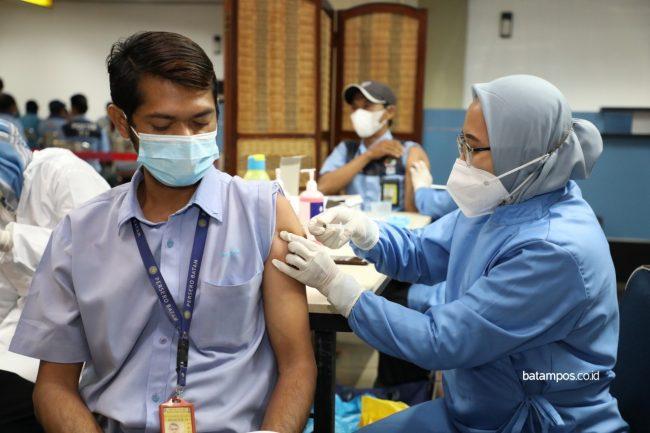 Vaksinasi di Batam Capai 52,48 Persen - batampos.co.id